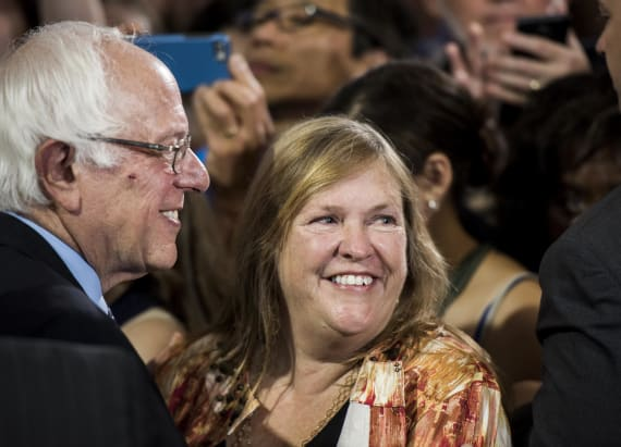 Cryptic message from Sanders' wife caught on hot mic
