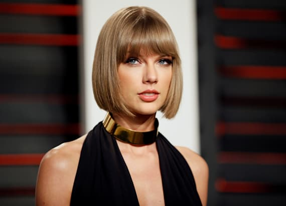 Taylor Swift hits NYC street with social media star