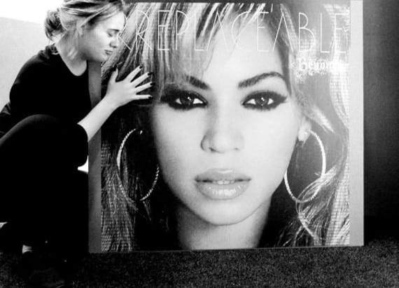 Adele fangirls over Beyonce