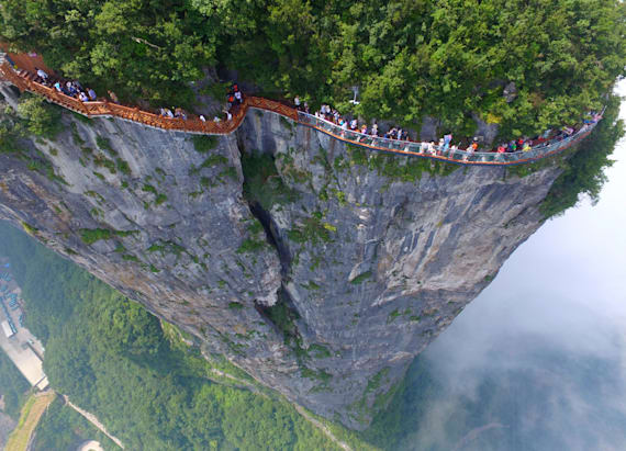 A terrifying skywalk opens to the public in China