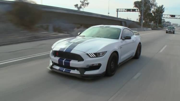 Leno unleashes the Mustang GT350R on LA