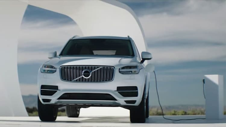 Volvo XC90 T8 marketing stunt plugs in with free electricity