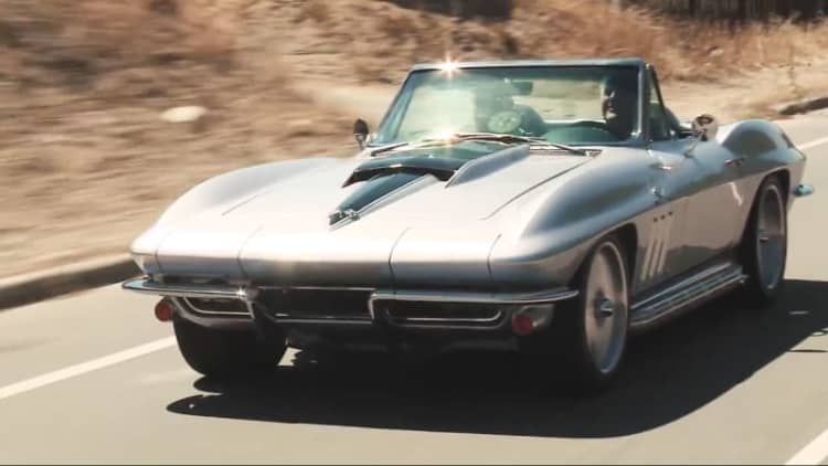 Jay Leno drives Joe Rogan's '65 Chevy Corvette restomod