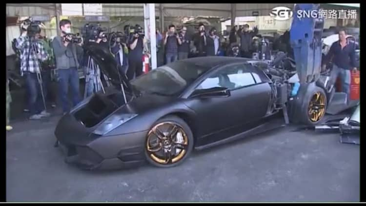 Watch a Lamborghini get torn apart by the Taiwanese government