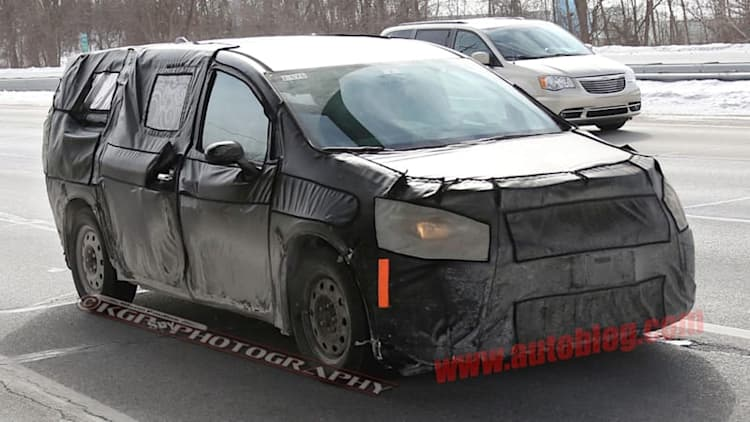 Next Chrysler Town & Country will have foot-operated rear doors