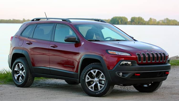 FCA recalling 323,000 cars for wiring, software issues
