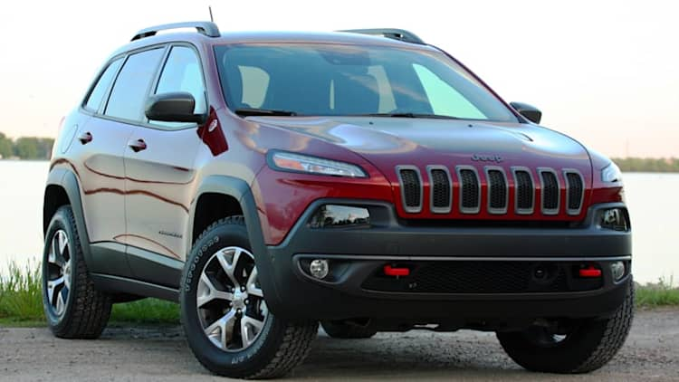 FCA recalls over 200k Jeep Cherokees for windshield wiper static