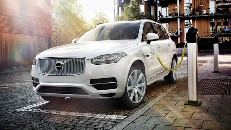 Checking out the Volvo XC90 Twin Engine Plug-In Hybrid SUV