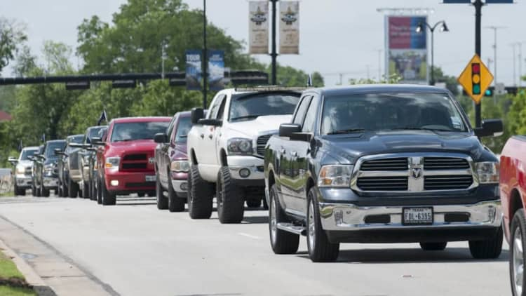 451 Ram trucks take world record for longest parade of pickups