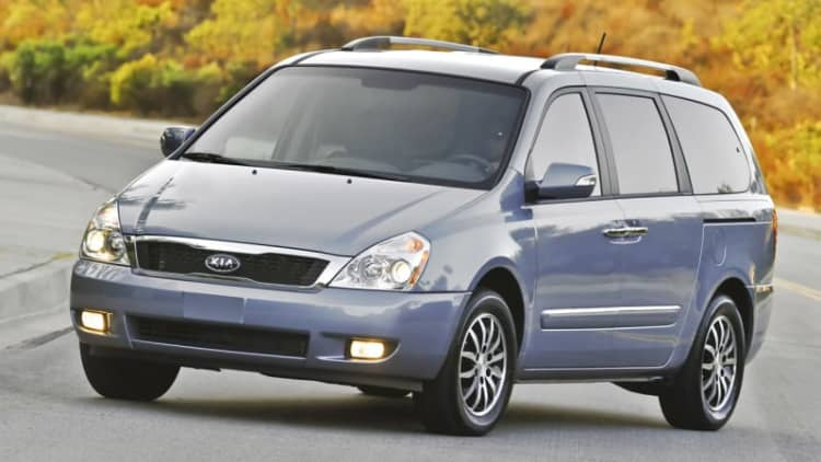 Kia Sedona and Hyundai Tucson recalled for hood latches
