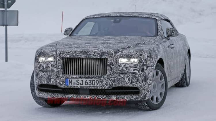Rolls-Royce Wraith convertible spied sliding in the snow