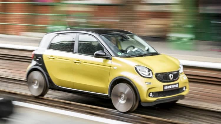 Smart runs a Forfour out of town on rails