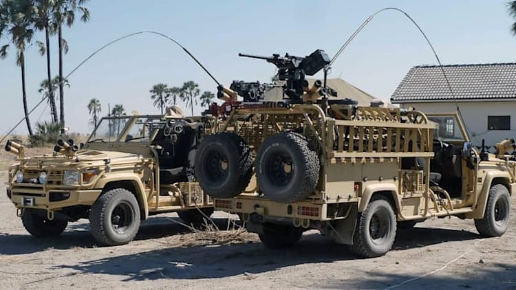 British Special Forces combat ISIS in modified Land Cruisers