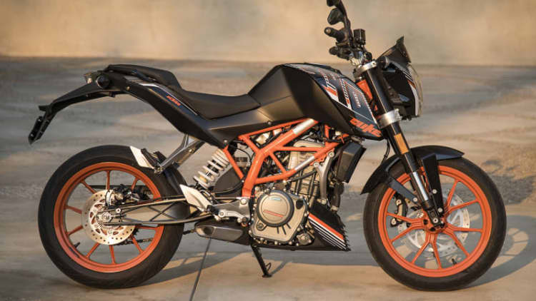 2017 KTM 390 Duke First Ride