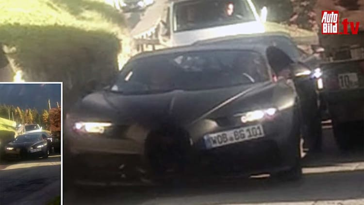 Bugatti Chiron spied on video in tight spot