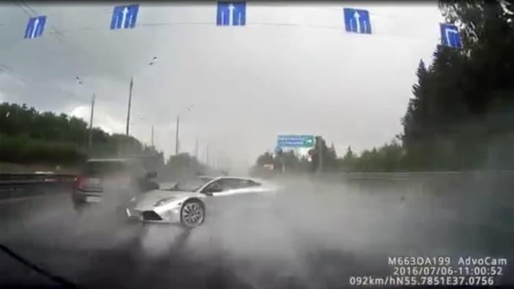 Watch a ham-fisted Russian wreck his Lamborghini