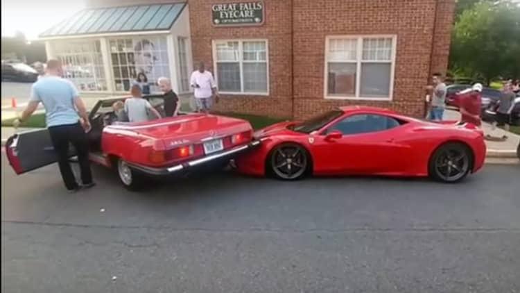 Mercedes SL backs into Ferrari 458 Speciale while parking