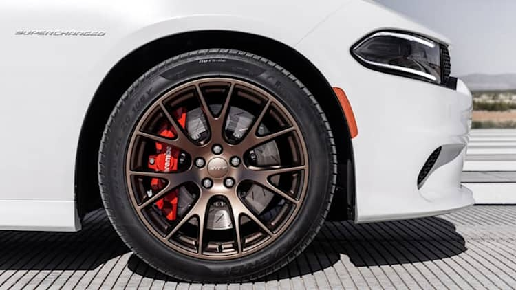 Thieves relieve Detroit-area Dodge dealer of $70,000 in SRT wheels