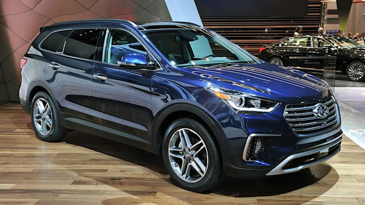 2017 Hyundai Santa Fe and Sport reveal facelifts in Chicago