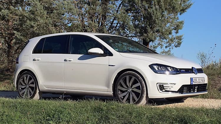 2016 Volkswagen Golf GTE First Drive [w/video]