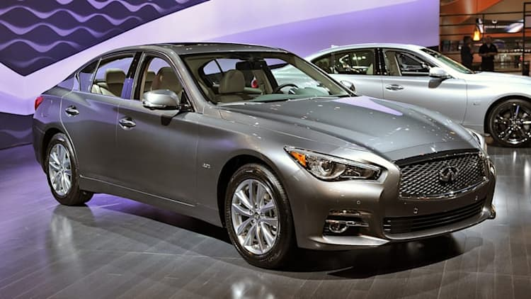 Infiniti shows off the new Q50 engine lineup in Chicago