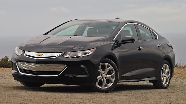2016 Chevy Volt wins Green Car of the Year
