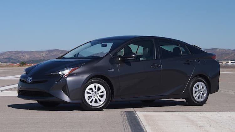 Toyota orders stop-sale for 2016-17 Prius over parking brake issue