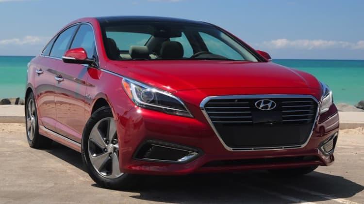 Hyundai recalls 2015 and 2016 Sonatas for flying sunroof panels