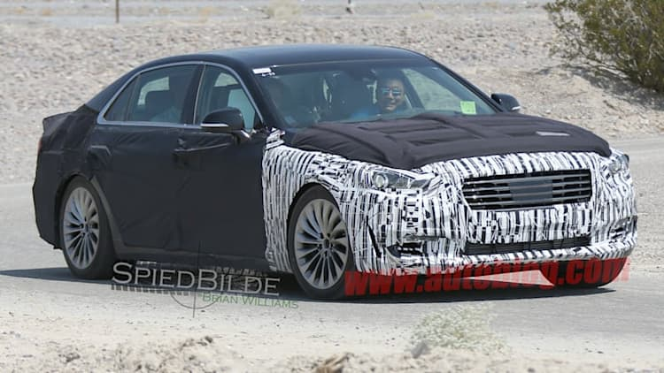 Next-gen Hyundai Equus spotted horsing around in desert
