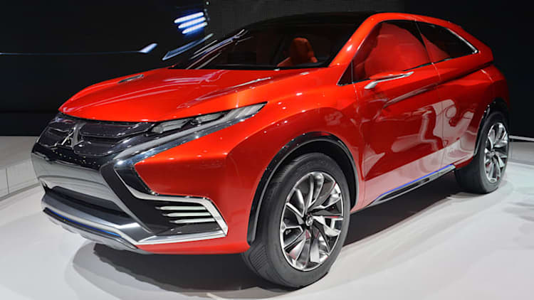 Mitsubishi Concept XR-PHEV II points the way forward with its angular look [w/video]