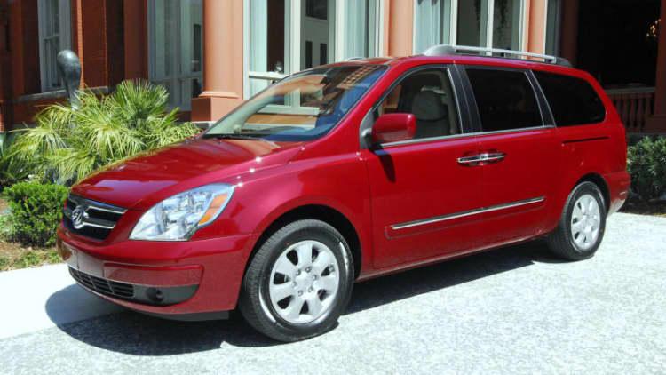 Hyundai recalls 41,264 Entourage minivans for faulty hood latches