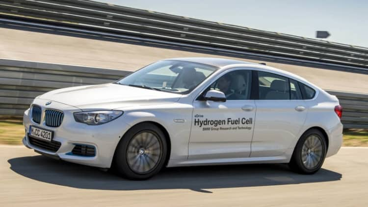 BMW shows off 245-hp, hydrogen-powered 5 Series GT