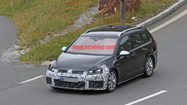 Volkswagen Golf R facelift spotted