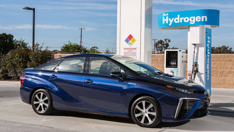 Toyota and Shell team up to build hydrogen fueling stations