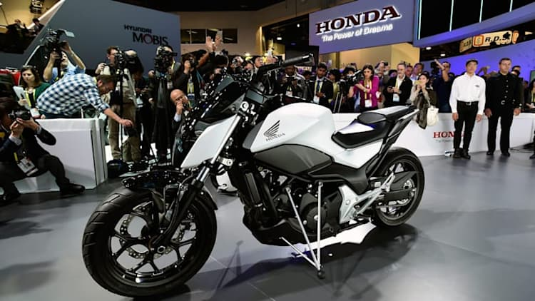 Watch Honda's self-balancing Riding Assist Motorcycle in action