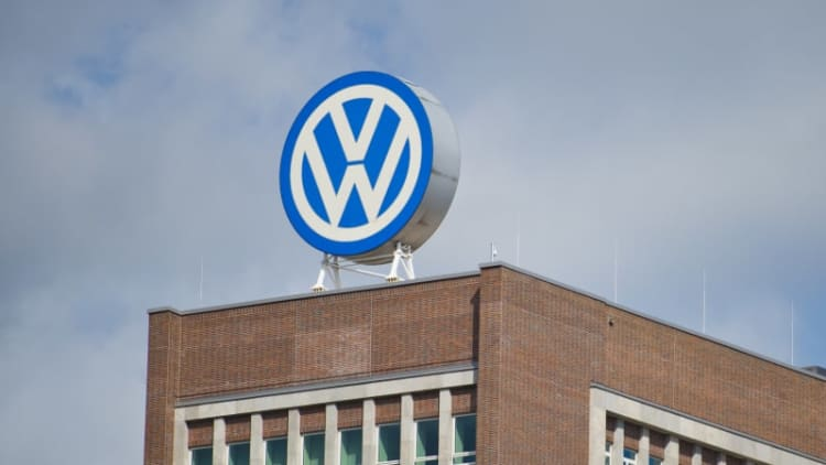 VW agrees to settle with dealers over diesel scandal