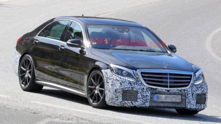 Mercedes-Benz S63 AMG puts on its black tuxedo