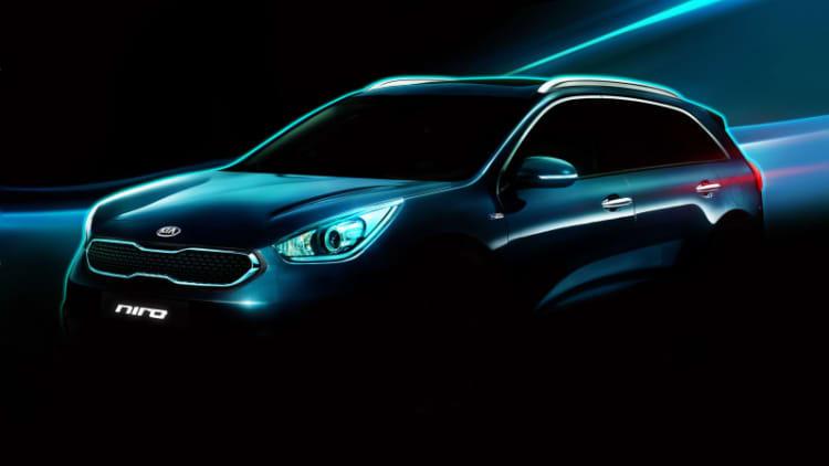 Kia Niro hybrid CUV teased again ahead of Chicago debut