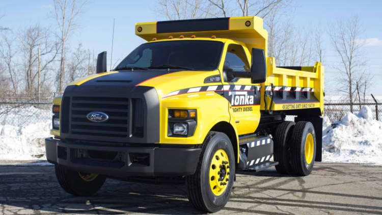 Ford highlights new F-650 and F-750 with full-size Tonka show truck [w/videos]