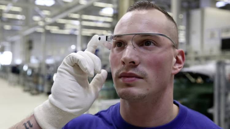 Volkswagen using 3D smart-glasses at Wolfsburg plant