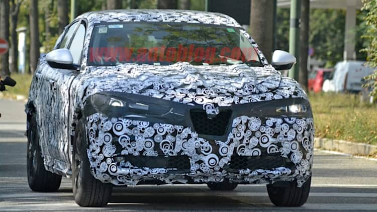 Lightly-camouflaged Alfa Romeo Stelvio snapped testing