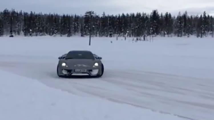 Porsche 918 Spyder goes ice drifting in Finland