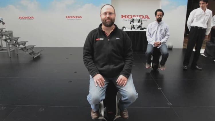 SAE World Congress: Testing out the Honda UNI-CUB, Walking Assist Device