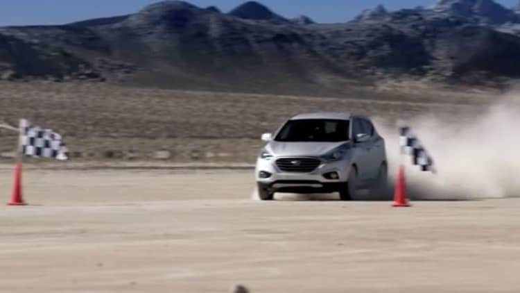 Hyundai sets land speed record with fuel-cell Tuscon