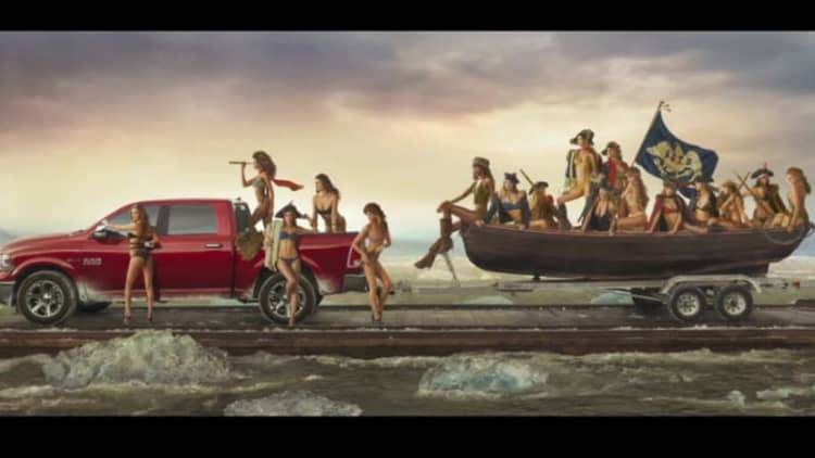 Ram recreates 'Washington Crossing the Delaware' with SI Swimsuit models