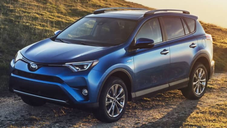 2016 Toyota RAV4 Hybrid electrifies with updated styling, more tech