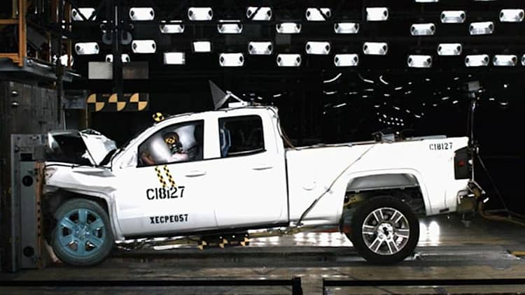 Watch GM's new pickup crash its way to five-star NHTSA ratings