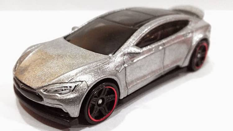 Does Hot Wheels make a better Tesla Model S?