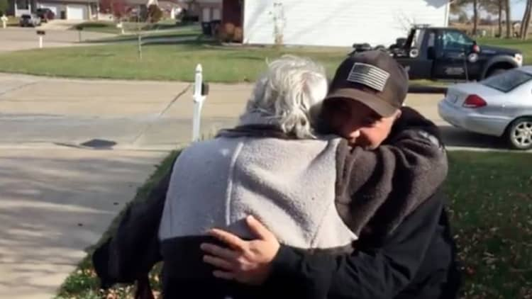 Repo man pays off elderly couple's car just in time for Thanksgiving