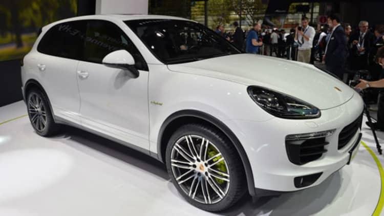 2015 Porsche Cayenne S E-Hybrid electrifies France